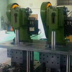 pressure riveting machine