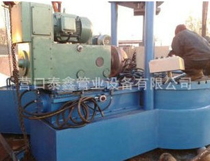 Internal expansion type pipe cutting groove machine