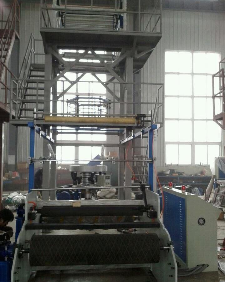 Аппарат пластического дуновения пленки рулонного гидроизоляционного материала HDPE