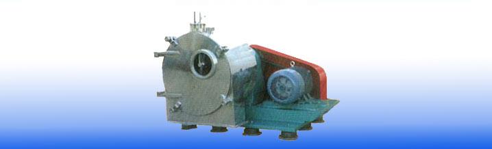 Horizontal spiral centrifuge discharge filter