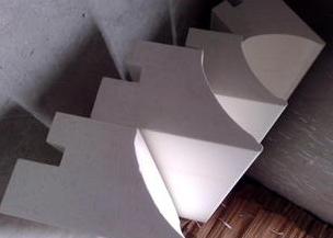 Refractory bricks tray
