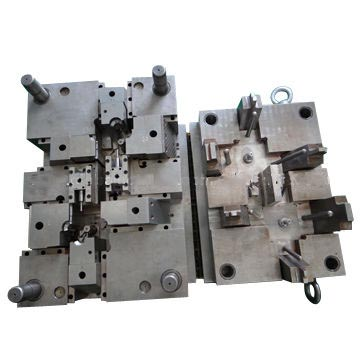 Plastic injection mold for auto