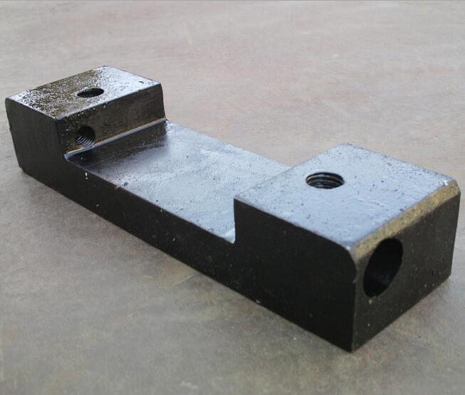Обрабатываемая деталь подкладной пластины рельсов