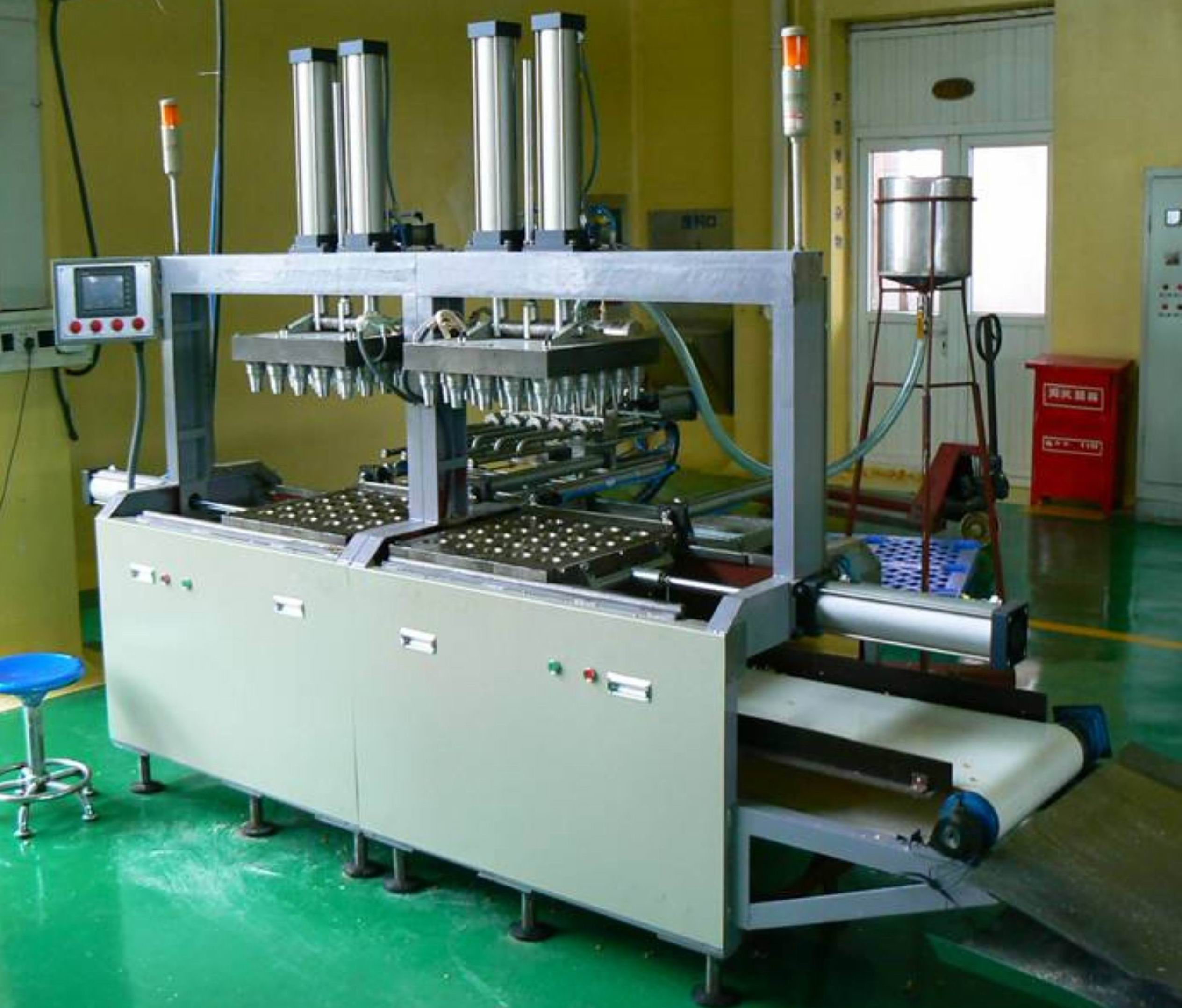 Semi-automatic baking machine for wafer cone