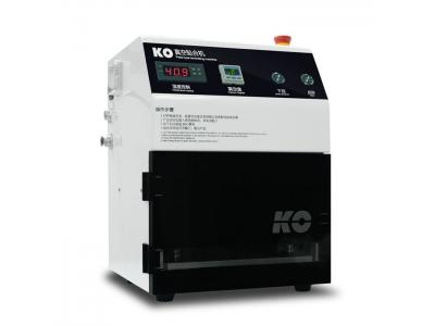 Vacuum laminating machine