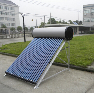 Integrated heat pipe pressure solar water heaters