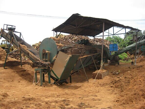 Coconut husk coir fiber decorticating machine