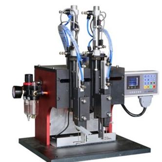 Double needle labelling machine