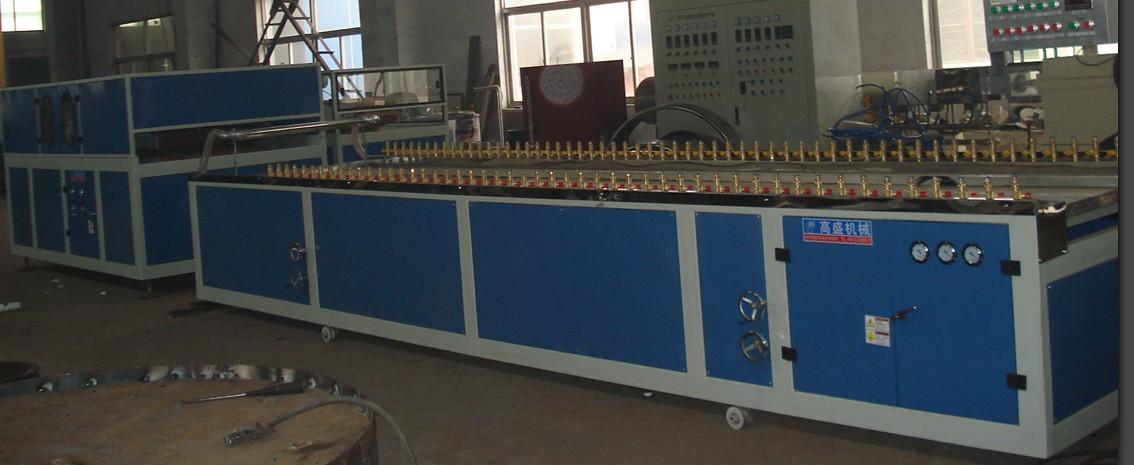 Производственная линия выдавливания дерево-полихлорвинилового широкоформатного дверного полотна PVC