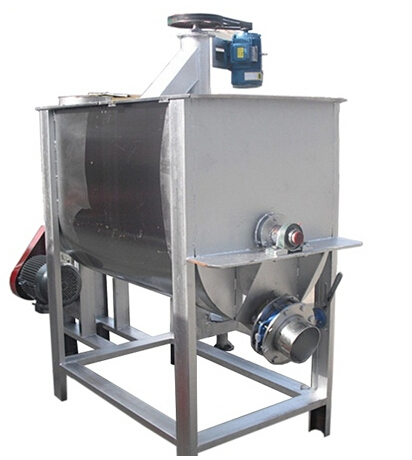 Horizontal feed mixing machine
