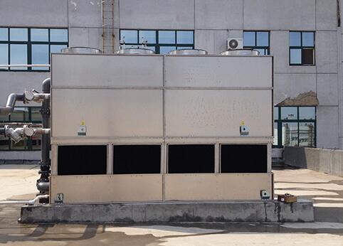 逆流闭式冷却塔