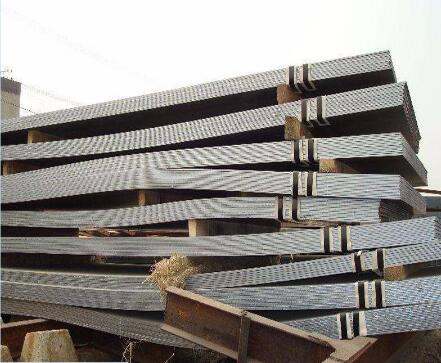 Hot rolled steel sheet  with excellent statically properties