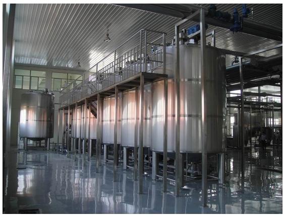 Milk Tanks with Platform
