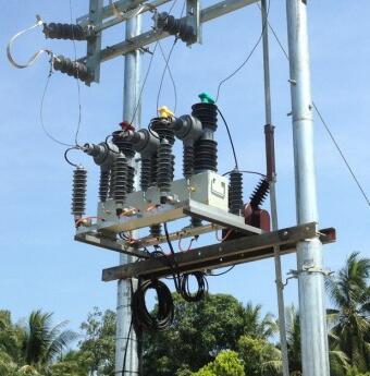 38M Pole mounting 11kv-33KV Outdoor Vacuum circuit breaker