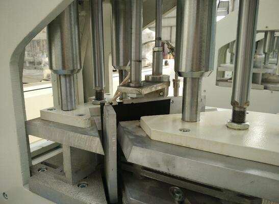 UPVC windows and doors making machine two head welding machine manufacturer